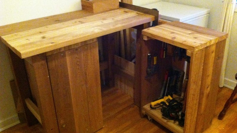 Illustration for article titled This Workbench is Perfect for Small-Space DIY Projects