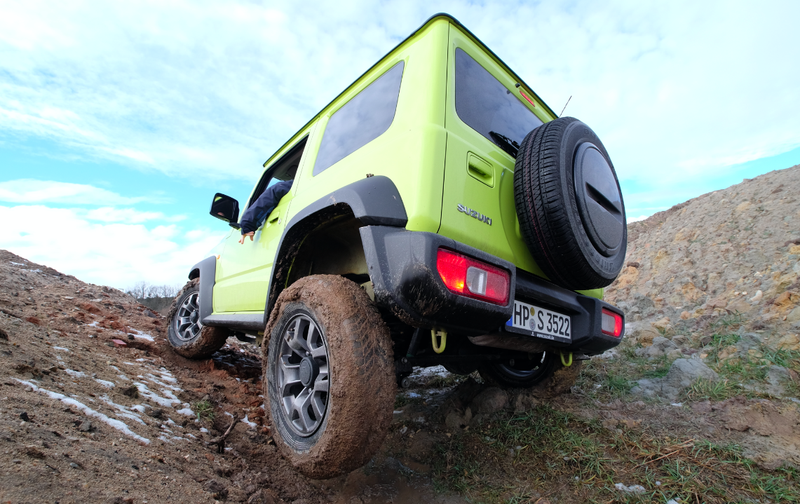 The 2018 Suzuki Jimny Is the Off-Road Bargain of Your Dreams