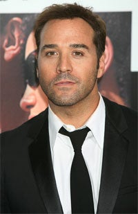 Illustration for article titled 'Entourage''s Jeremy Piven: A Mighty Amount Of Man-Makeup