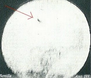 """Illustration for article titled Was the """"first photographed UFO"""" a comet?"""