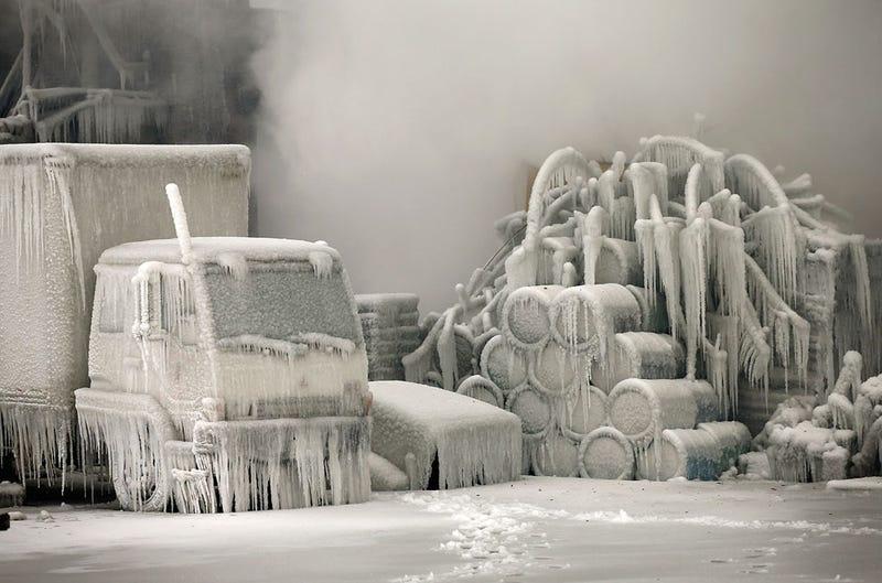 Illustration for article titled Incendio de hielo, o qué ocurre cuando apagas un fuego a temperaturas bajo cero