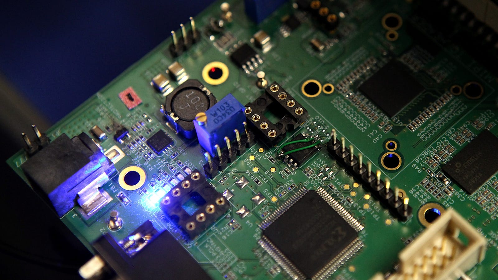Chinese Chipmakers Say It's Not Possible to Hit Goals Imposed By State Without American Tech
