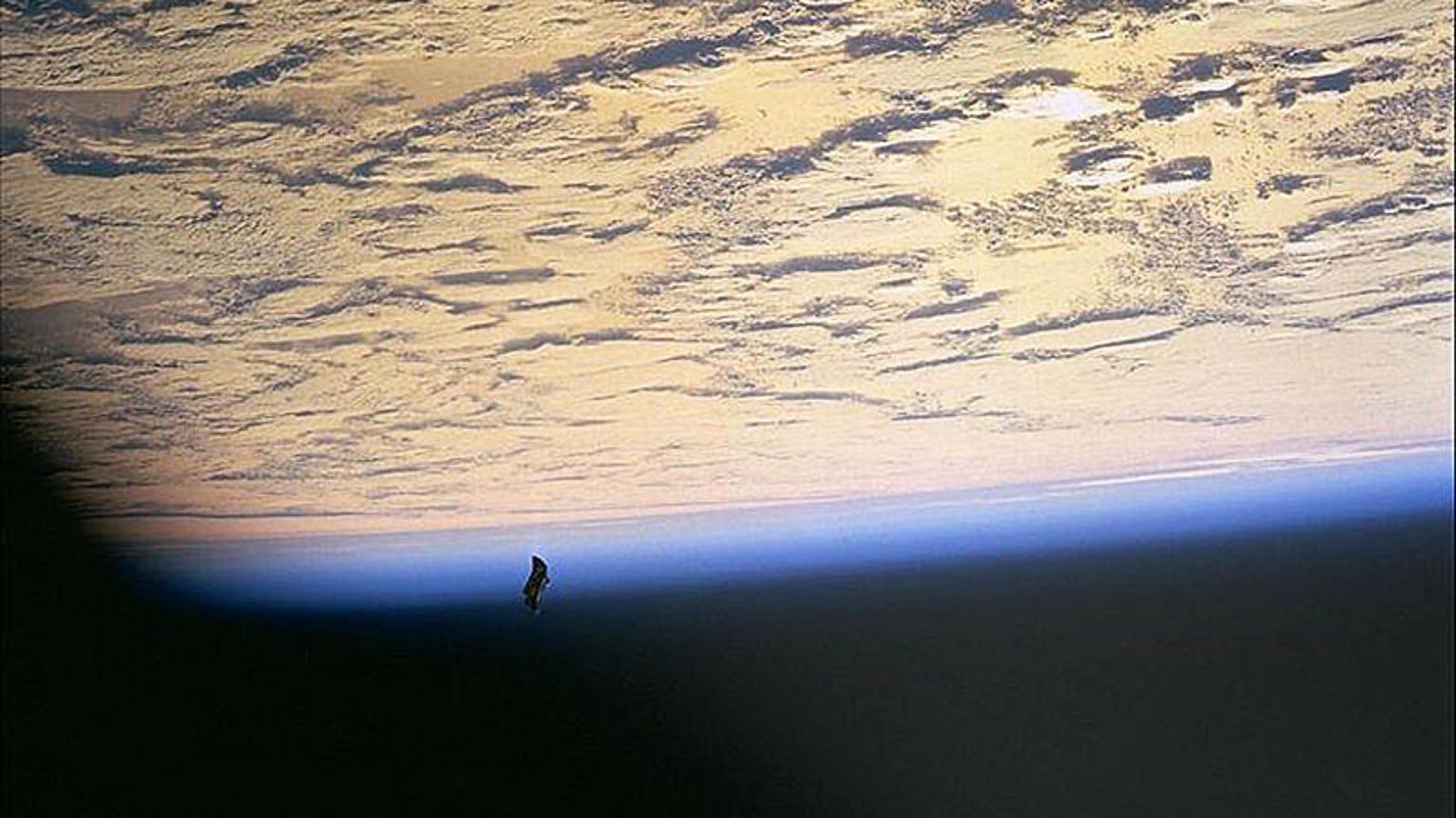Black Knight: el retorcido origen del bulo sobre el satélite extraterrestre que vigila nuestro planeta