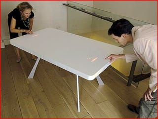 Illustration for article titled Pong Table Blends The Real With The Virtual