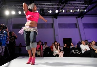 Illustration for article titled Awesome Amateur Owns The Runway