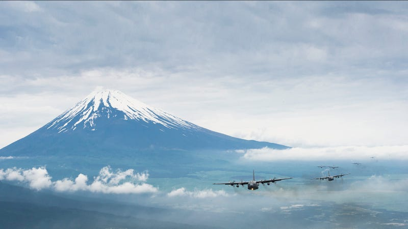 Illustration for article titled Awesome Image of Airplane Formation Near Mount Fuji Just Needs Godzilla To Be Perfect