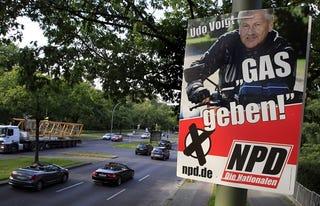 Illustration for article titled Újabb plágiumügy: német neonáciktól lopták a gázos poént a magyar motorosok
