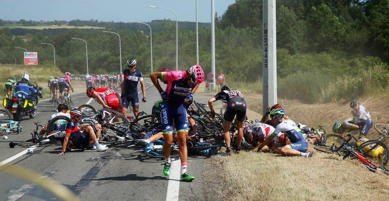 Illustration for article titled Massive Tour De France Crash Takes Out 20