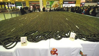 Illustration for article titled The World's Longest Sushi Roll Spans an Absurd 1.5 Miles