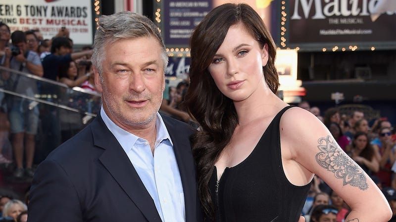 Illustration for article titled Alec Baldwin Is an Embarrassing Dad Who Sends Embarrassing Texts