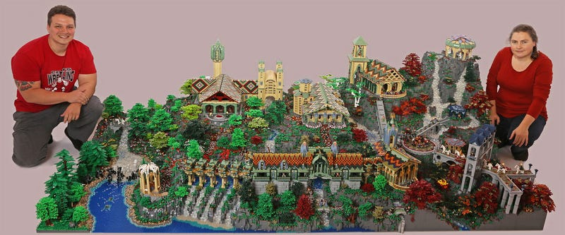 Illustration for article titled Epic LEGO Lord Of The Rings Diorama Took 200,000 Bricks To Build