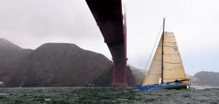 Illustration for article titled Philippe Kahn Successful in Transpac Sailing Record Attempt