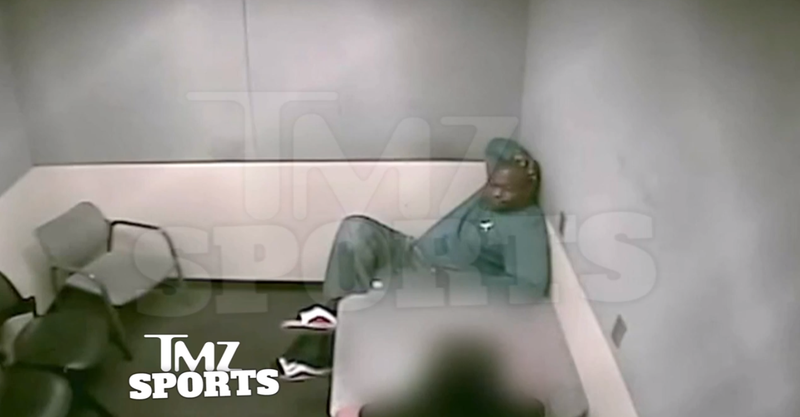 """Illustration for article titled Warren Sapp To Cops: """"I Put The $600 On The Table, Everybody Got Naked"""""""