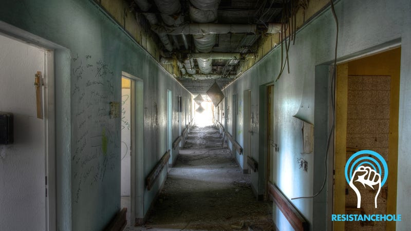 Illustration for article titled We Got Him: President Dump Is Going To LOSE IT When He Sees This Photo Of A Super-Creepy Abandoned Hospital