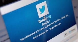 Illustration for article titled Cómo evitar que cualquiera de tus seguidores en Twitter te envíe DMs