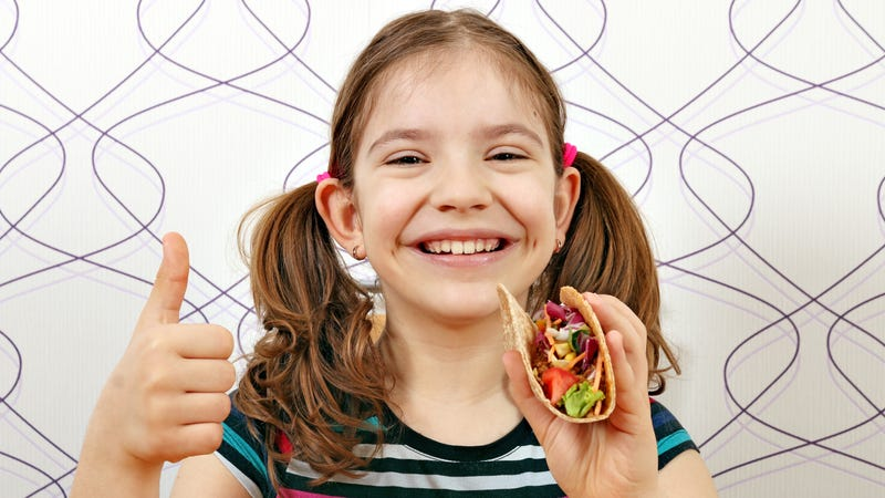 Illustration for article titled Adorable kid's Taco Bell birthday party sends Takeout staff into shame spiral