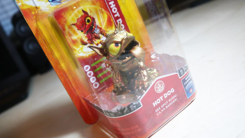 Illustration for article titled The E3 2013 Exclusive Skylanders Hot Dog MISB RARE