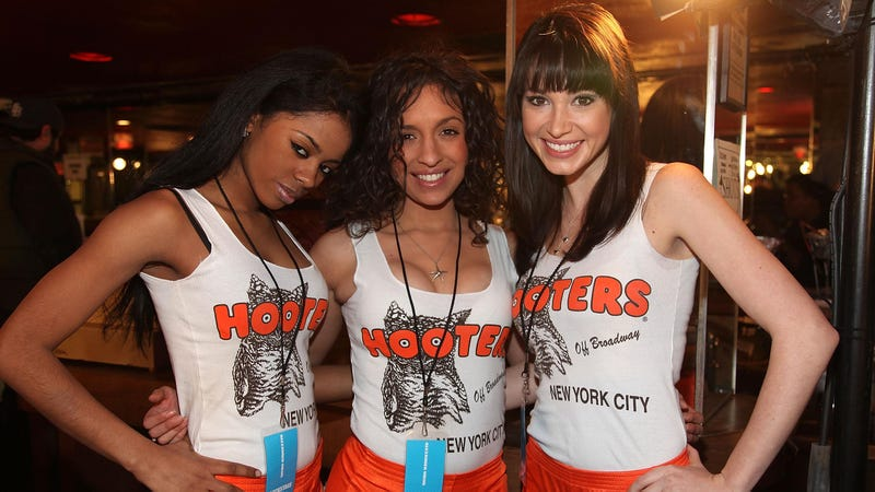 Illustration for article titled Hooters Waitress Says She Was Forced Out Because of Her 'Unattractive' Brain Surgery Scar