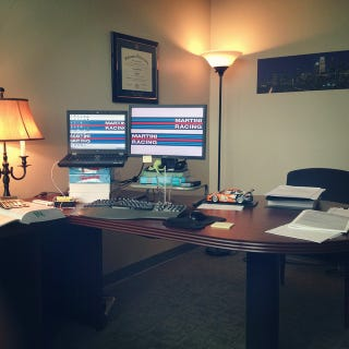 Illustration for article titled Here's My Dumb Desk