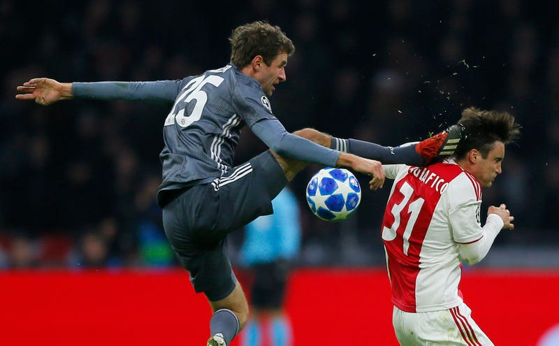 Illustration for article titled Thomas Müller Sent Off For Karate-Kicking Opponent Upside The Head Like A True Maniac