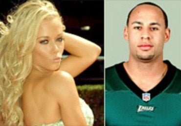 Illustration for article titled Kendra Wilkinson Ensures Hank Baskett Will Not Have Any Friends In Eagles' Locker Room