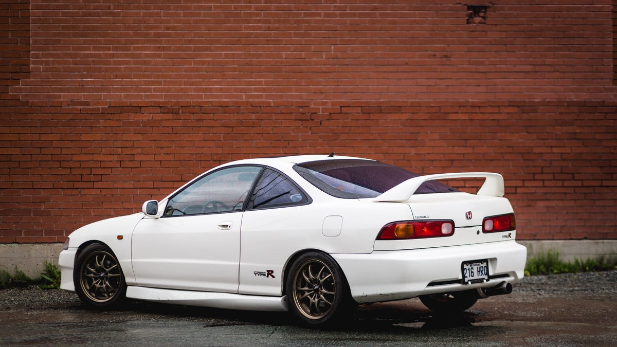 How The Acura Integra Type R Makes Modern Sport Compact Cars Look Weak