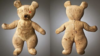 Illustration for article titled Seeing Old and Torn Stuffed Animals Is Sort of Horrifying
