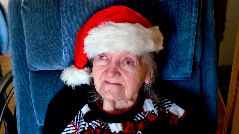 Illustration for article titled Grandma Hangs On To Spend One Last Christmas With Nursing Home Staff