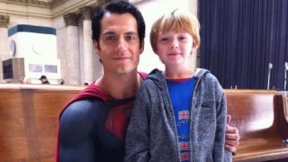 Illustration for article titled New set pic from Man of Steel shows off Superman's new super-suit!