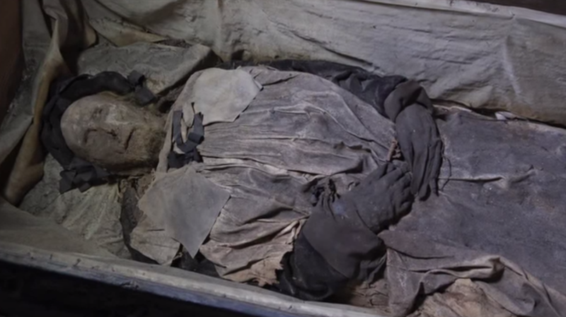 Illustration for article titled Scientists Found a Baby Hidden In a 350-Year-Old Swedish Bishop's Coffin