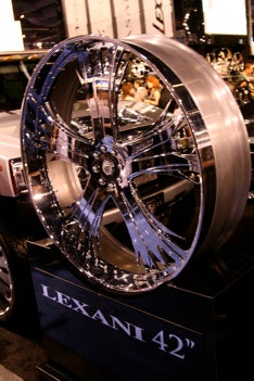 "Illustration for article titled 42"" Lexani Chrome Rim Again Sits Naked At SEMA"