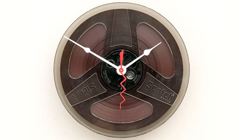 Illustration for article titled Magnetic Tape Clock Beats Hard Drives Hands Down