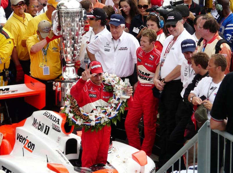 Illustration for article titled Helio Castroneves Wins 2009 Indy 500, Third Victory At Indy
