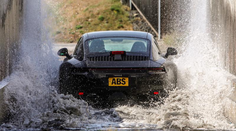 Illustration for article titled Así son las pruebas extremas por las que pasan los nuevos Porsche 911