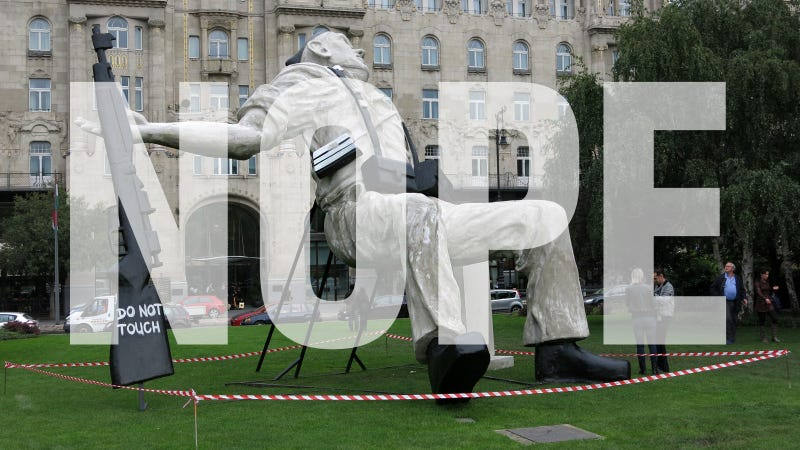 Illustration for article titled To Whom It May Concern: Please Remove This Ugly Piece of Sh.. Art From The Middle of Budapest
