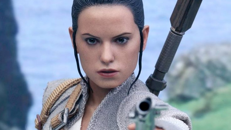 Illustration for article titled Hot Toys' New Rey Figure Is More Bewilderingly Perfect Than Usual