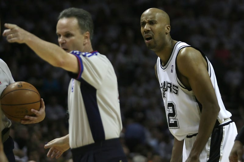 Spurs' Leonard questionable for Game 3