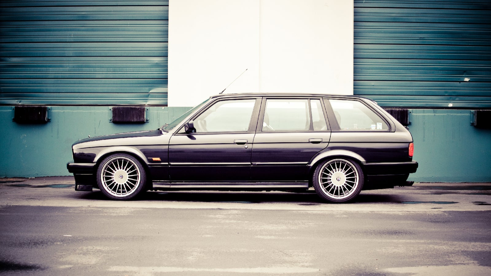 your ridiculously sexy bmw e30 wagon wallpaper is here. Black Bedroom Furniture Sets. Home Design Ideas