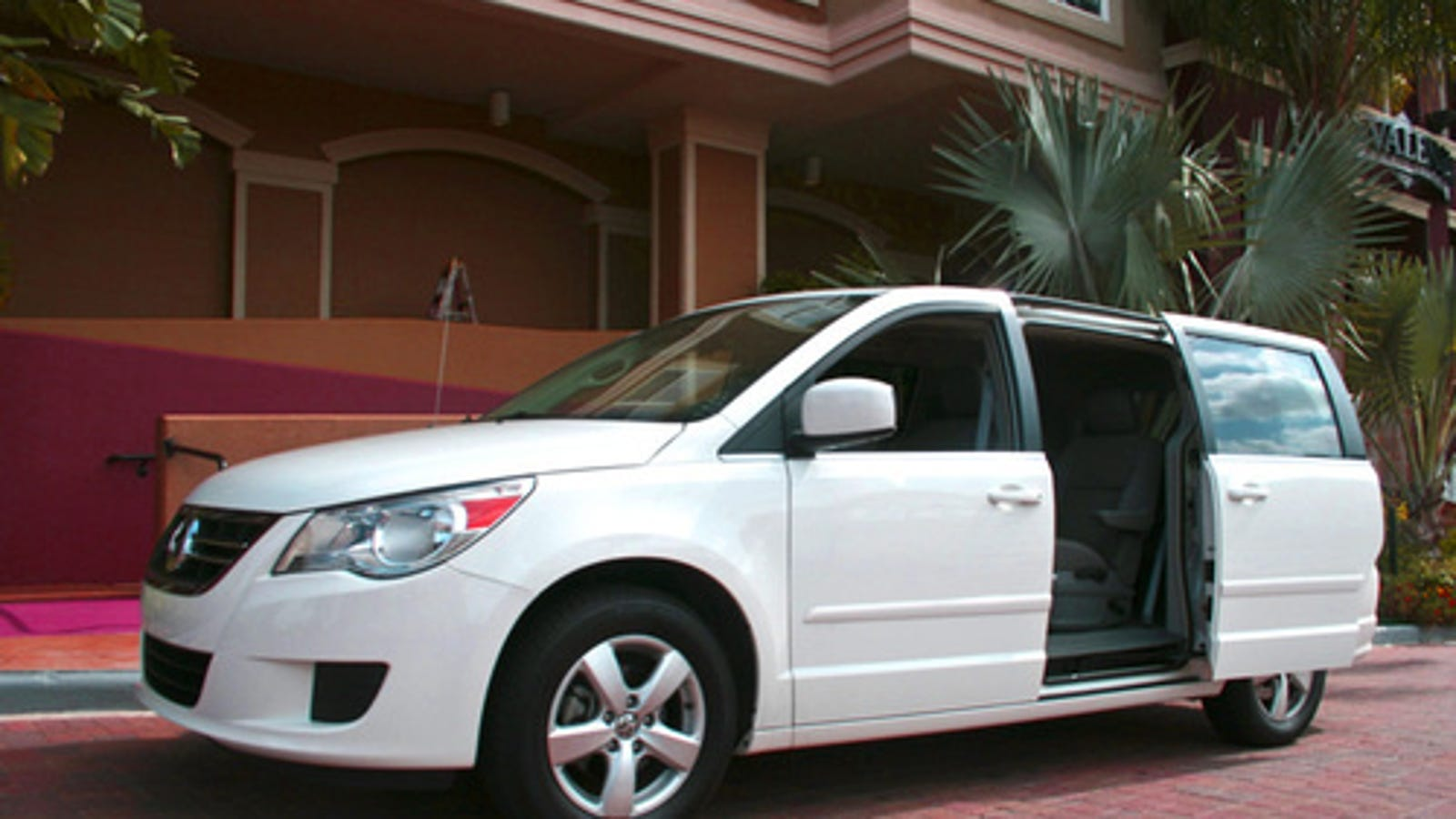 2009 volkswagen routan se first drive. Black Bedroom Furniture Sets. Home Design Ideas