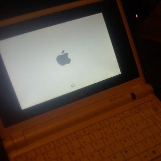 Illustration for article titled $399 Ultraportable Apple Laptop: OS X on Asus EEE PC