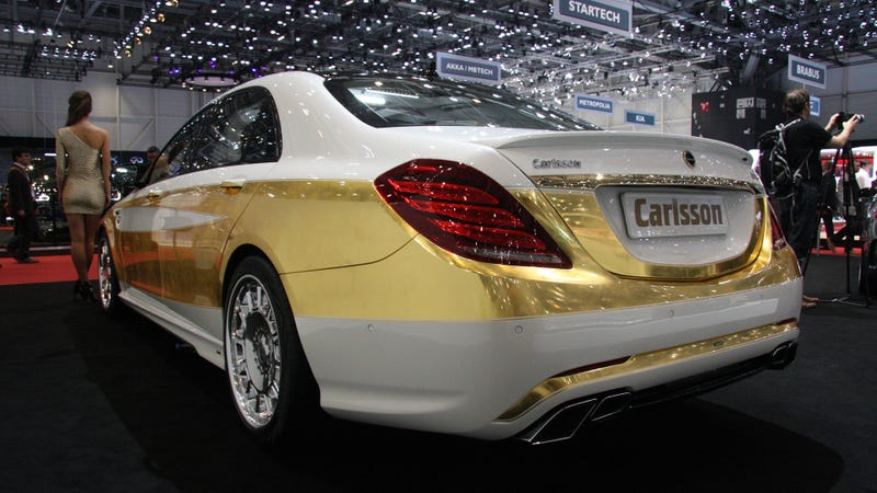 Illustration for article titled This Mercedes S-Class Was Painted With 1,000 Sheets Of Gold Leaf