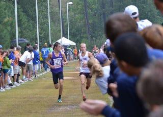 Illustration for article titled High School Runner Breaks Leg, Crawls To Finish