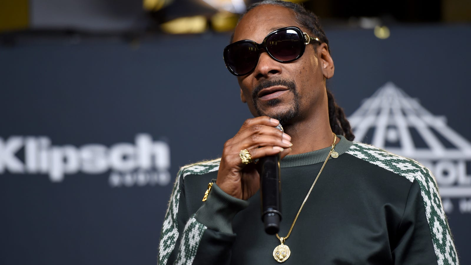 Snoop dogg will help raise money for water in flint mich by snoop dogg will help raise money for water in flint mich by appearing at fundraising celebrity basketball game kristyandbryce Gallery