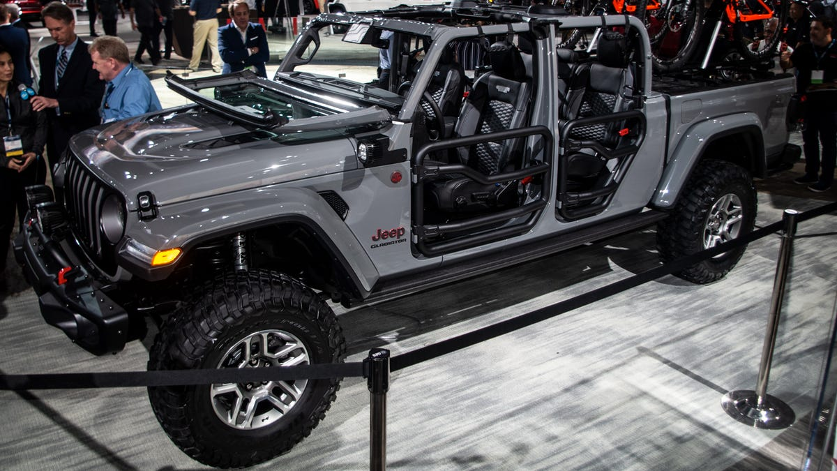 Here S What The 2020 Jeep Gladiator Pickup Looks Like With A