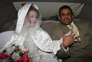 Illustration for article titled In Baghdad, Sunni Woman Marries Shiite Man Amid Lull In Violence