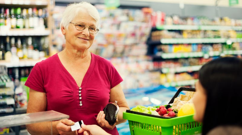 Illustration for article titled Mom showed photo of son at grocery store, successfully got him a date