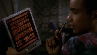 Illustration for article titled Why doesn't anybody use social media on Star Trek: Deep Space Nine?