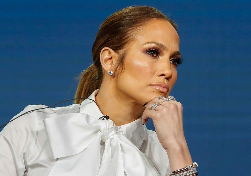 Demandan a Jennifer Lopez por aceptar 42 hoverboards y tuitear sobre ello solo una vez