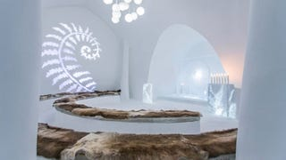 Illustration for article titled The 25th Anniversary Icehotel Features An Ice Movie Theatre