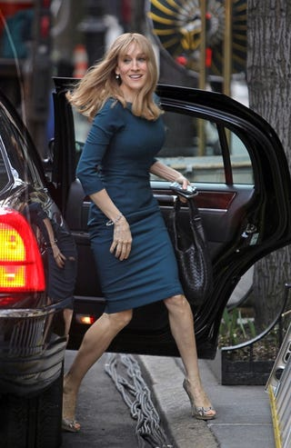 Illustration for article titled Sarah Jessica Parker Pulls Up To The House About 7 Or 8
